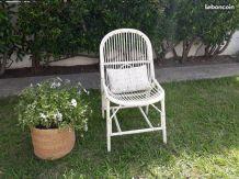 Chaise en rotin blanche