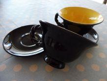 Ensemble de 2 tasses et 2 soucoupes noires /jaunes