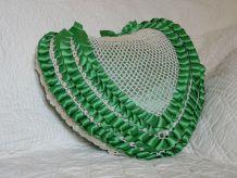 Coussin coeur déco romantic kitsch fait main vert et blanc