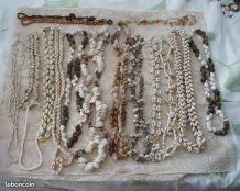 Ensemble 16 colliers coquillages-graines-pierres années 70-8