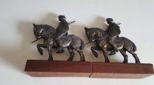 serre-livres chevaliers en régule et socles en bois