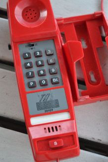 Téléphone Vintage rouge année 70
