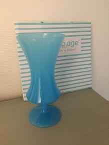 Vase ancien en opaline bleue