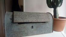 Ancienne malle de plombier en zinc
