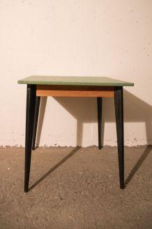 Table de bistrot carrée en bois - vintage