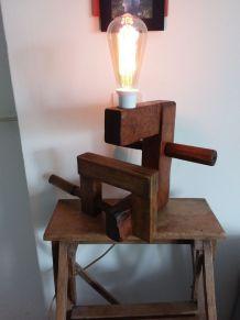 Serre joint en bois et lampe cave n°145