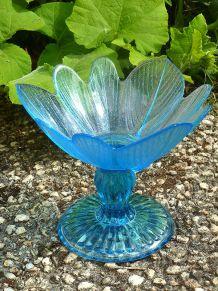 coupe  en  verre  bleu,  vintage