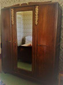chambre à coucher lit  armoire table de chevet