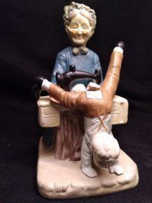 Figurine en biscuit de porcelaine