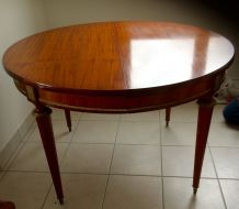 TABLE A MANGER STYLE LOUIS XVI