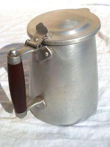 pichet  en  aluminium tournus