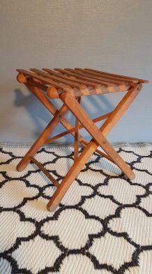 tabouret pliable ancien en bois teinté