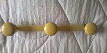 Porte-manteaux jaune 3 patères années 50-60