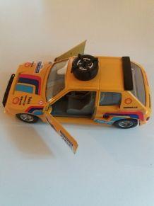 Voiture miniature vintage Peugeot 205