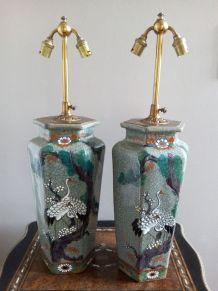 Imposante paire de lampes en faïence au décor japonisant