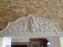 fronton ancien motif fruits sculpté en bois massif