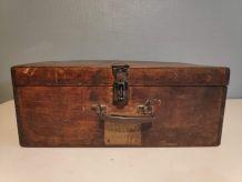 valise en bois ancienne avec plaque nominative