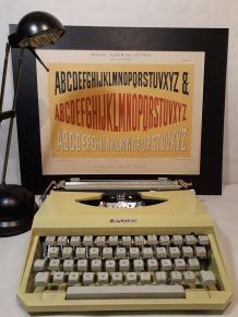 Machine à ecrire  Portable Mercedes Red Yellow 1970