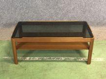 Table basse en teck et plateau vitré - années 70