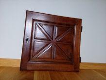 Porte ancienne en bois avec serrure