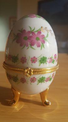boite à bijoux en forme d'œuf en porcelaine avec motifs flor