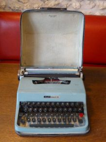 Machine a ecrire, typewriter, lettera 32 et son sac vintage