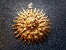 Broche-pendentif Hélios, bronze plaqué or, Musée du Louvre