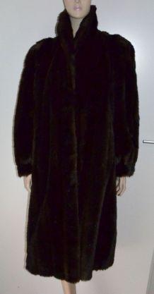 Manteau imitation fourrure marron avec grand col T.40