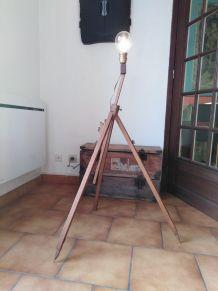 Lampe trépied - chevalet de peintre