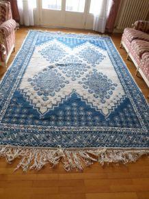 Grand tapis bleu et blanc origine Tunisie