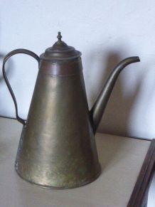 Cafetiere en cuivre ancienne art deco, collector