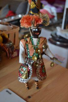 Figurine porteur d'eau en cuir et tissu année 80