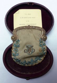 Ancienne bourse aumonière brodée J et M tissu et métal