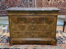 Commode Louis Philippe XIXème en chêne, noyer et marbre gris