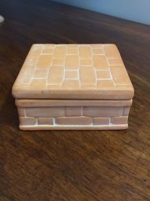 Boîte en terre cuite décor brique
