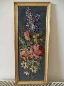 tapisserie canevas vintage encadrée fleurs roses et bleues