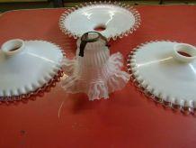 Abajours de cuisine en verre dentelé .