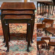 Suite de 3 tables gigognes Mapple - années 70 en acajou
