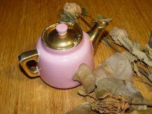 Théière  en porcelaine rose et or FRUGIER