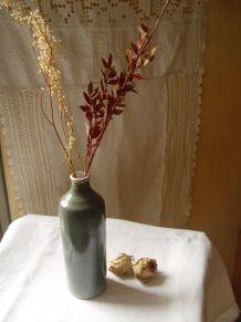Petite bouteille en grès artisanal