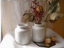 2 pots vintage en grès beige grisé vernissés