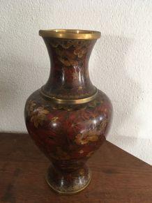 Grand vase Jingfa cloisonné en laiton et émail.