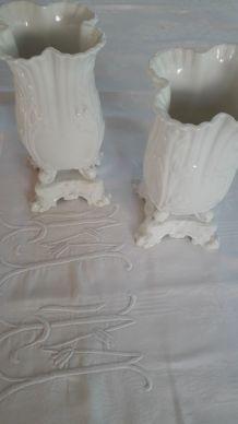 Paire d'anciens  vases de Mariée porcelaine de Paris époque