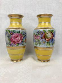 Paire de vases en porcelaine émaillée, fin XIXème