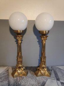 lampes anciennes en bronze et opalines blanches,