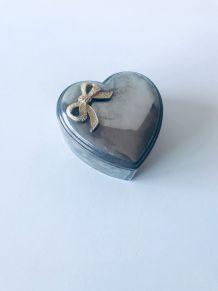 Boîte coeur en métal argenté