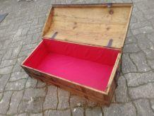 Coffre malle bombée vintage rénover tissus bois acier