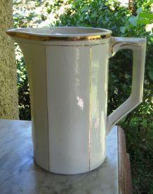 Broc A eau blanc doré octogonal Art Déco 1920s Vintage