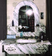 Paire de présentoirs en marbre pour lavabo