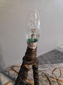 lampe tripode en métal torsadé